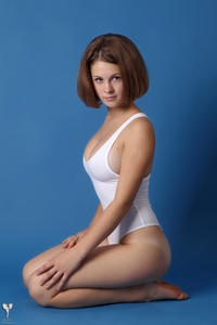 http://img131.imagevenue.com/loc467/th_365005194_tduid300163_silver_angels_Sandrinya_I_whiteswimwear_1_044_122_467lo.jpg