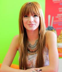 El latoso hermano mayor y la irritante media hermana (0/2) Th_845359277_bella_thorne_yoblendz_opening_15_122_486lo