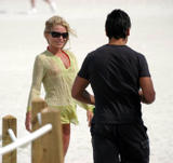 Kelly Ripa Bikini Candids at the Beach Foto 117 (Келли Рипа Bikini Candids на пляже Фото 117)