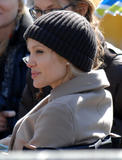 Salt. Th_41464_Angelina_Jolie_on_set_of_her_new_film_4Salt6_in_Washington_March_5_2009__04_122_640lo