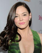 http://img131.imagevenue.com/loc454/th_175194548_Rose_McGowan_People_StyleWatch_A_Night_of_Red_Carpet_Style_in_LA_January_27_2011_04_122_454lo.jpg